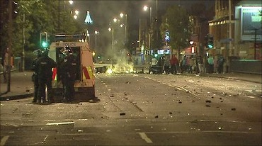 _48337438_rioting